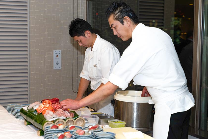 【出張料理】その場で握る本格鮨4貫!英多郎寿司の立食お手軽ケータリングプラン画像4