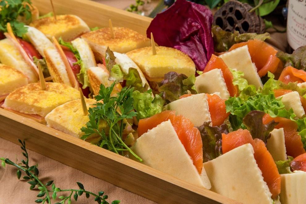 【ロハス&ヘルシー】新鮮魚介のパエリアと有機野菜のフレンチケータリング画像9