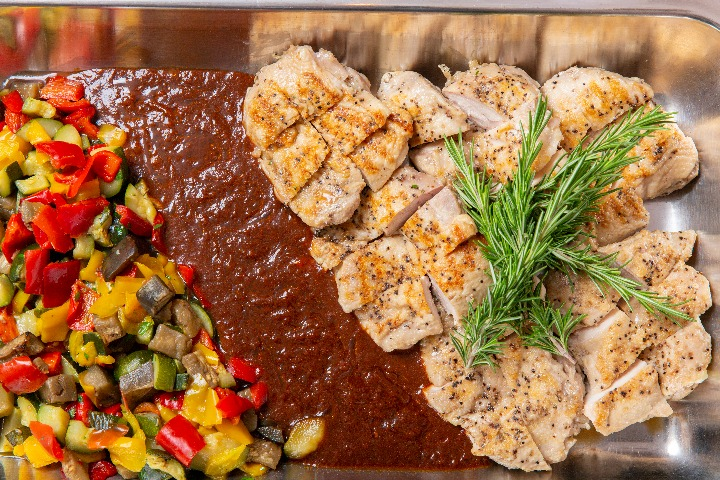 【ビュッフェ・立食】若鶏のグリル付き!コルドンブルーの立食スタンダードケータリングプラン画像0