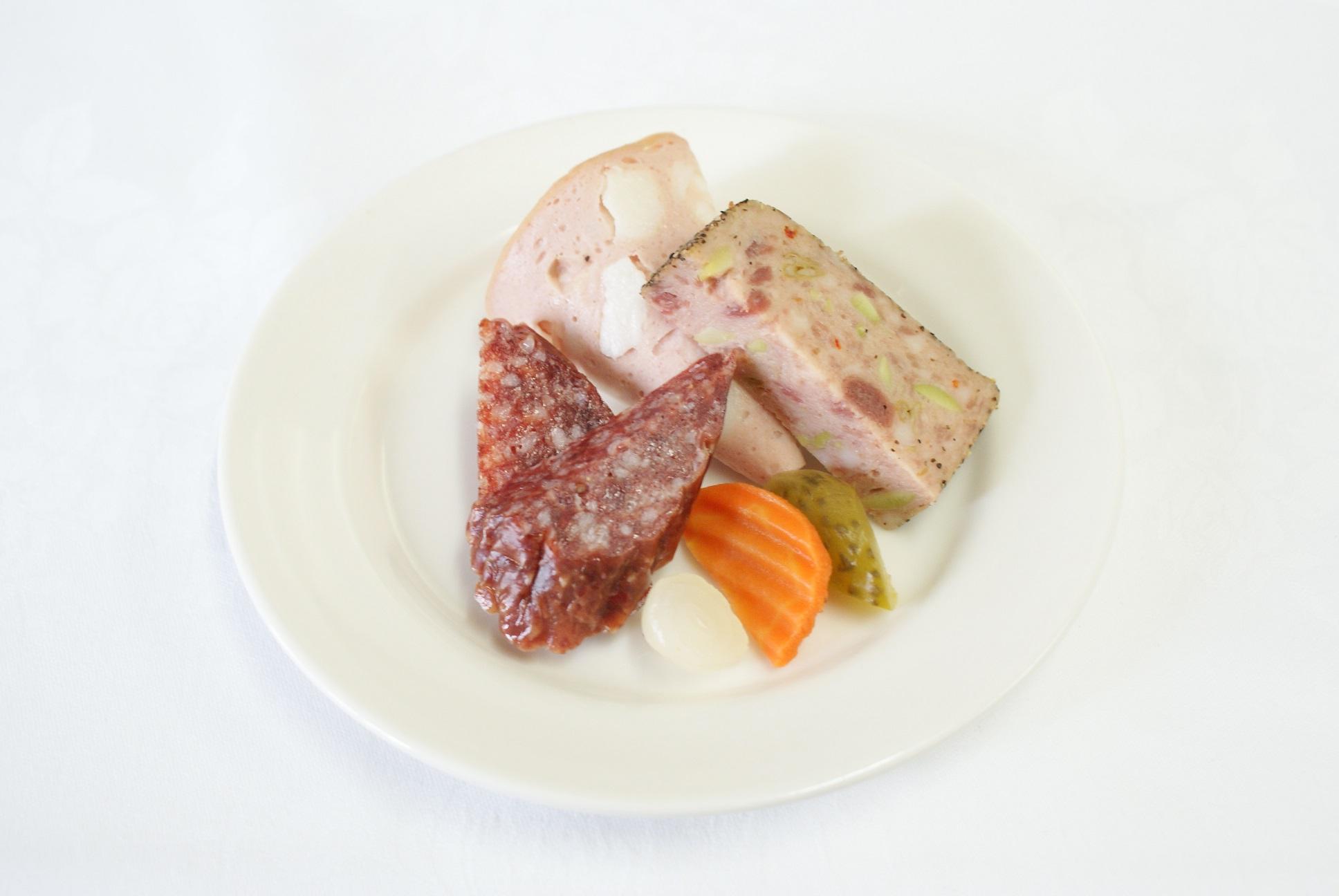 【完全個別包装のカップオードヴル】牛肉のソテーとフォアグラのロッシーニ風 と選べるカップオードヴル画像1