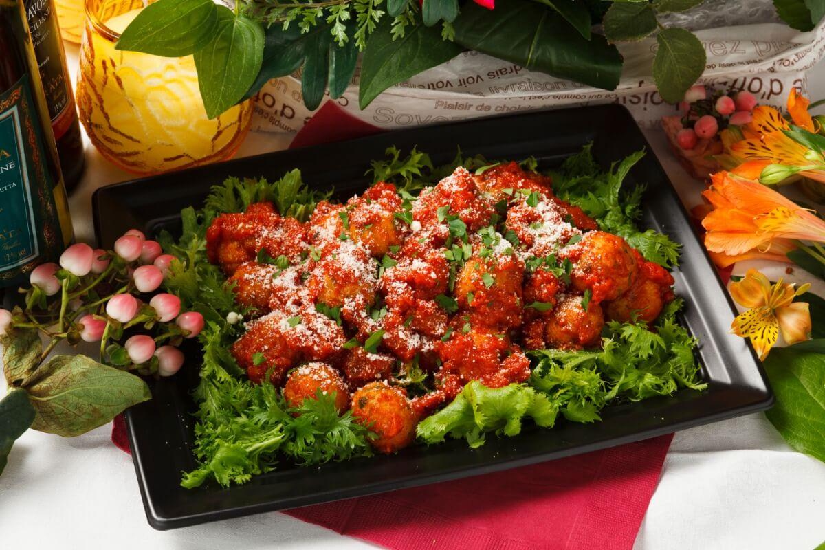 【ボリューム満点】お肉中心!シアターの立食スタンダードオードブルプラン画像1